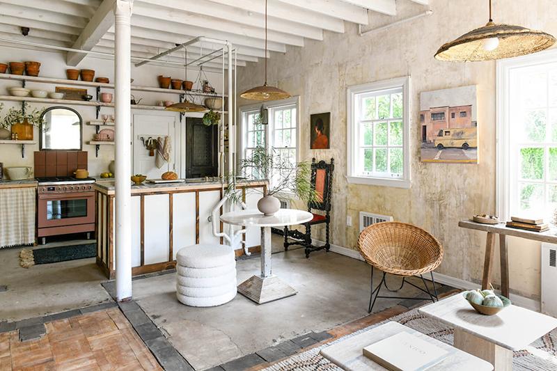 The Cottage par Leanne Ford - Décor rustique et éclectique - Sols différents - Murs patinés