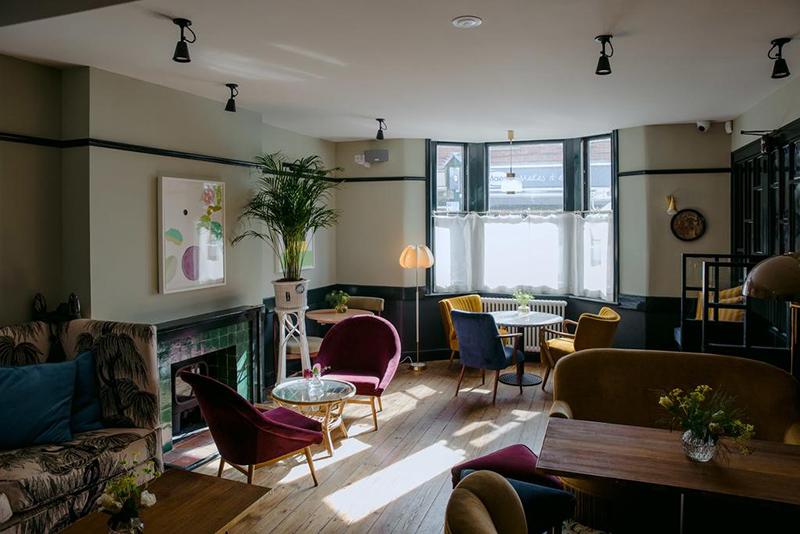 L'hôtel The Rose Deal par Nicola Harding // Salle d'accueil