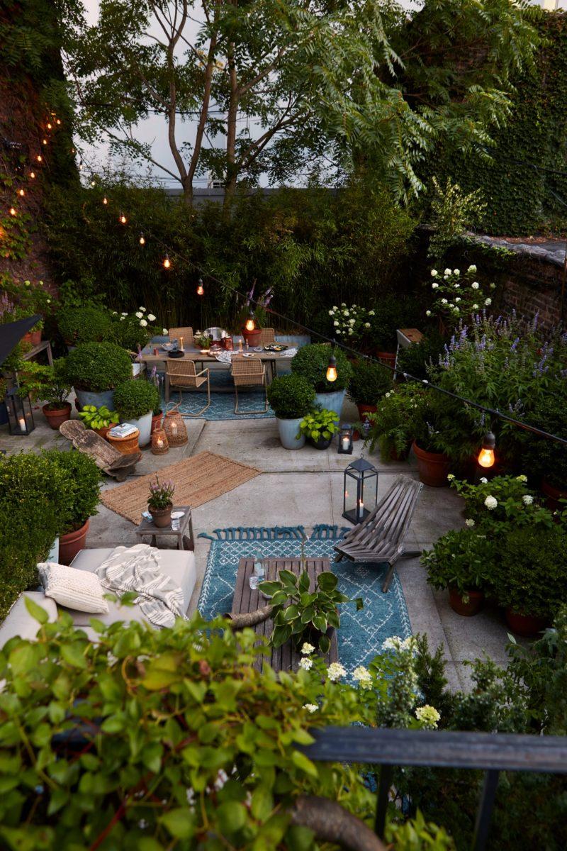 Pourquoi et comment éclairer son jardin et sa terrasse ? // La cour arrière du Mel à New York