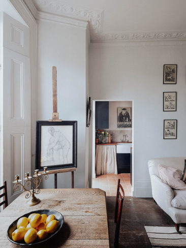 "L'appartement d'une antiquaire anglaise // Style ""old new"""