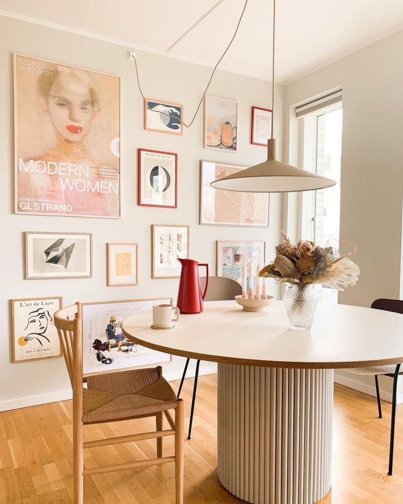Pour un intérieur stylé, décorez vos murs de cadres ! // @danicachloedk