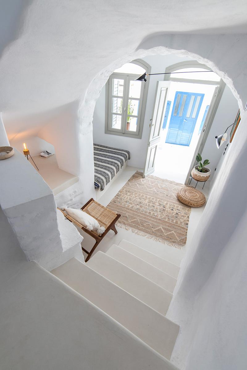 Une maison à Tinos par Bobotis architects // Blanc immaculé dans un pur style cycladique