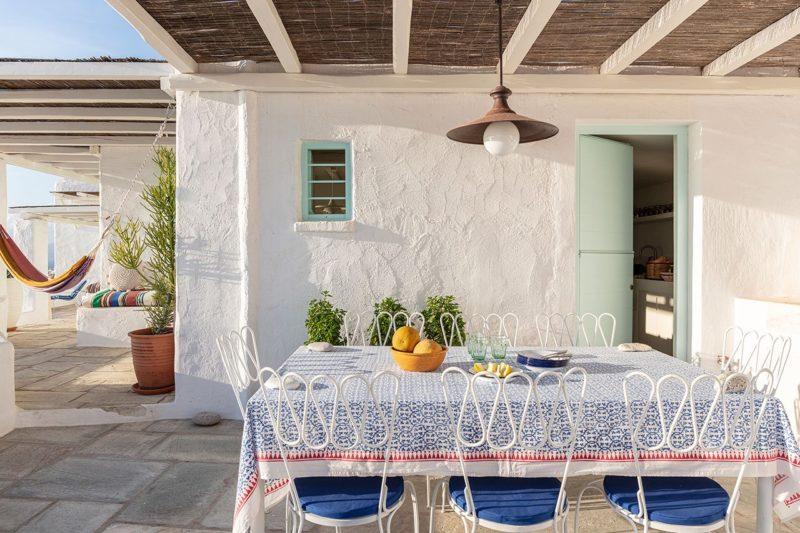 [ Décors des îles grecques ] Hôtel Papyrella à Mykonos // Coin repas extérieur