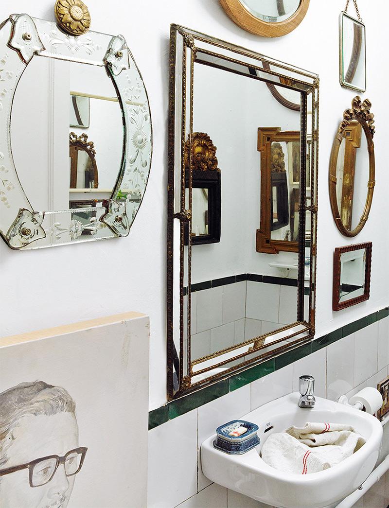 Très belle collection de miroirs antique pour une salle de bain art déco