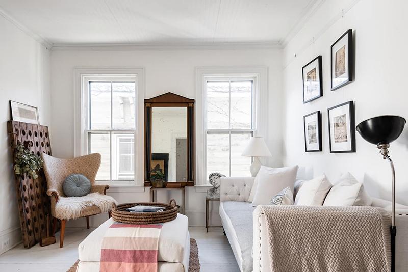 This Old Hudson, un style shabby chic épuré // Salon esprit charme dans les tonalités de blanc