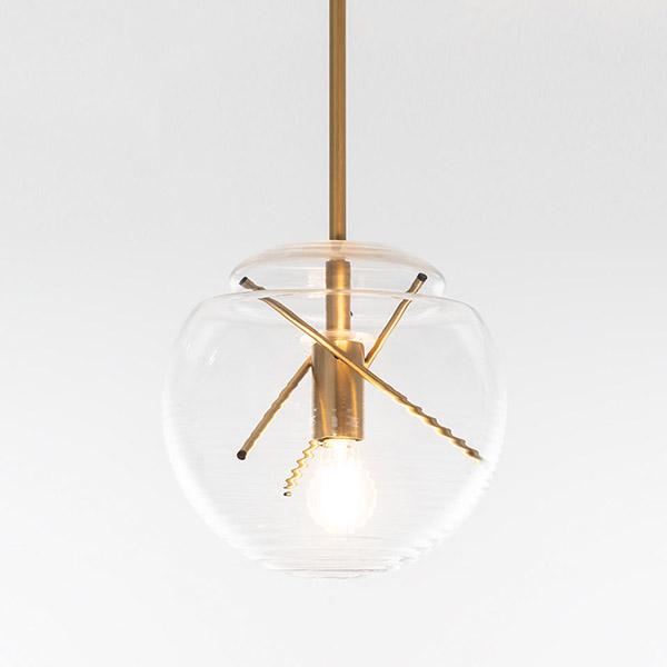 Suspension en verre soufflé, Vitruvio, design : Atelier Oï pour Artémide