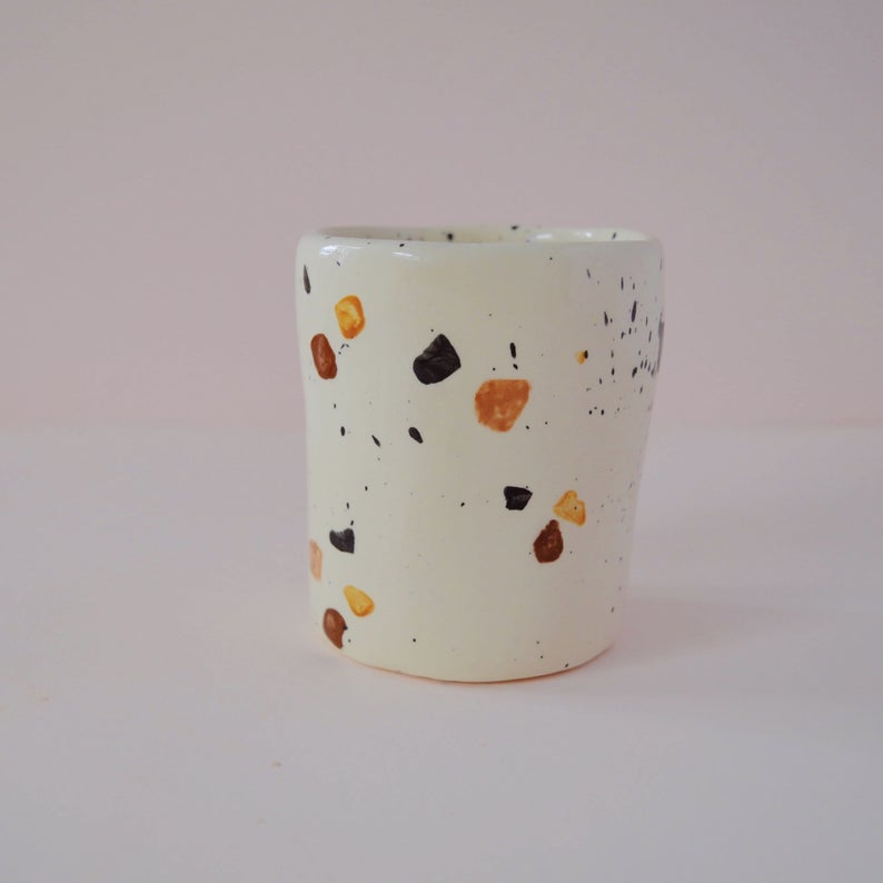 Tasse en céramique terrazzo surla boutique Etsy Dobrunia Design