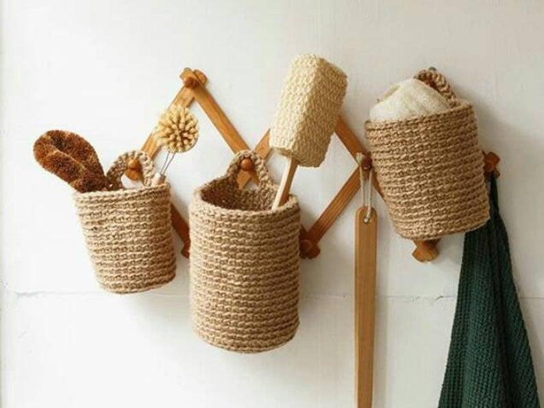 Pot à suspendre fait main en jute écologique, à partir de 8,95 € sur la boutique Etsy Maille Home