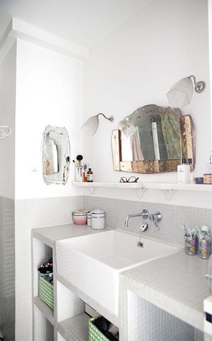 Pour relever une salle de bains contemporaines, rien de mieux qu'un miroir vintage