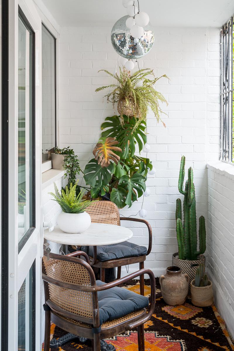 Mini balcon fermé à l'esprit urban jungle