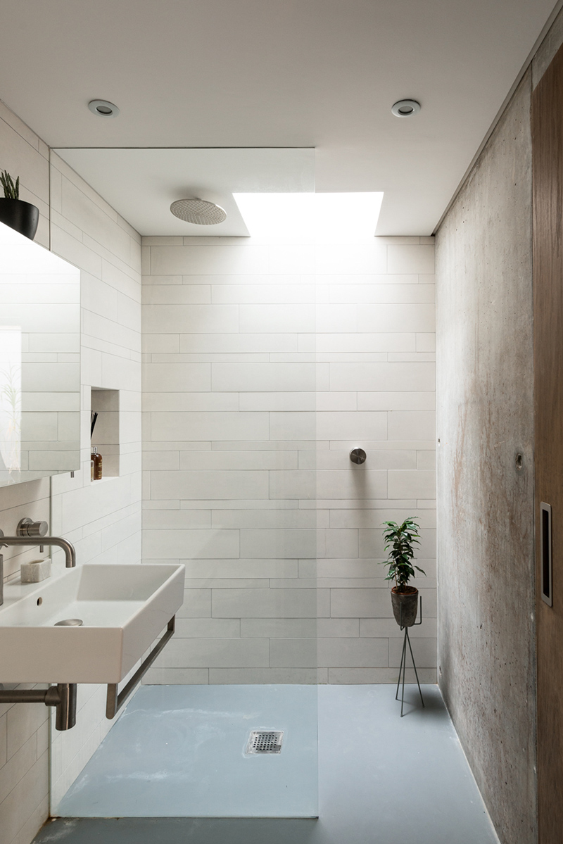 Le choix de spots encastrés pour une salle de bains pour un décor minimaliste