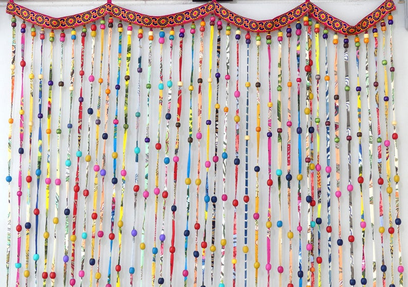 Rideau indien enperles de bois et perroquets des iles multicolores - Boutique Etsy Akka Creation