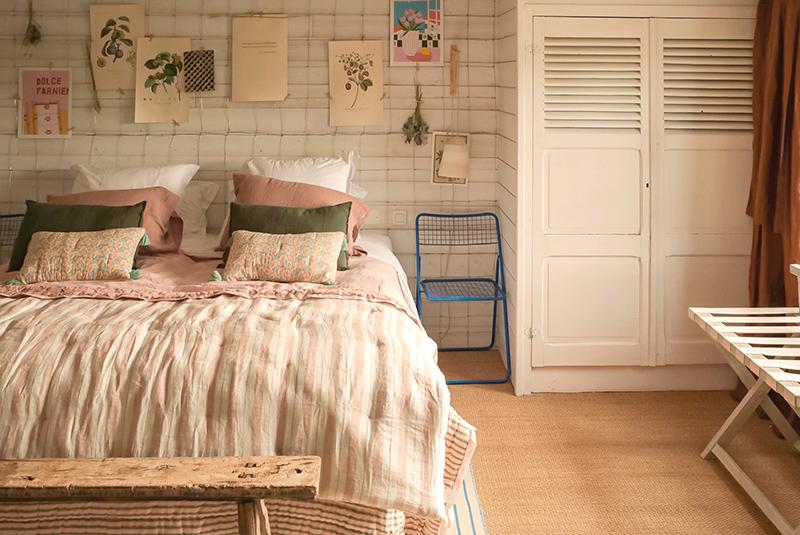 A la maison du Neissey à Saint-Briac - Des chambres meublés essentiellement avec des objets et des meubles de brocante
