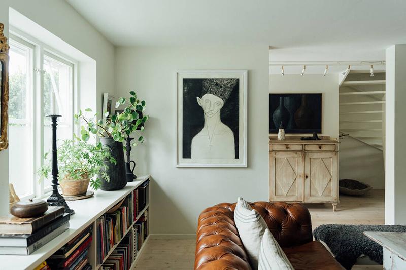 Une maison parfaitement lagom en Suède // Un salon en teintes neutres