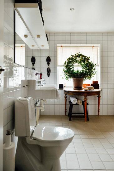Une maison parfaitement lagom en Suède // Salle de bains