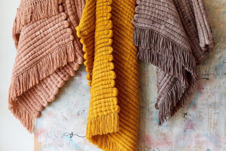 Grande couverture en laine, fait-main, sur la boutique Etsy Texturable Decor