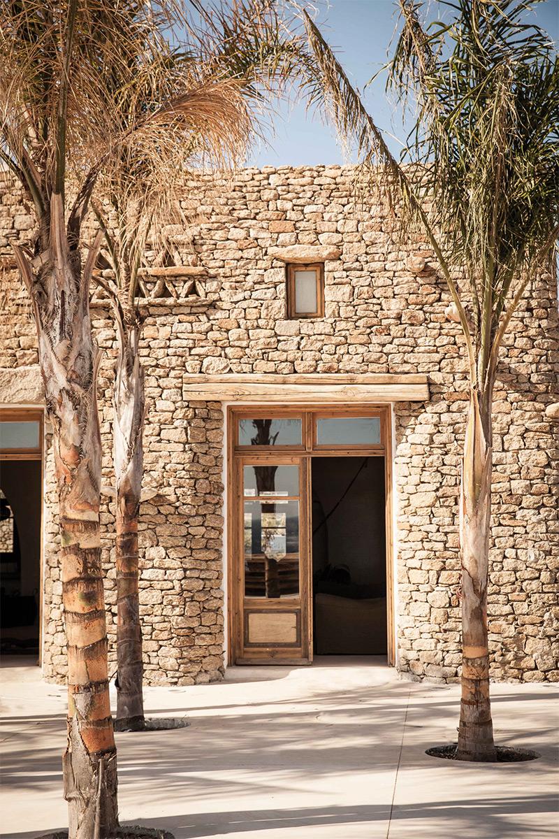 """L'hôtel Scorpios à Mykonos, ambiance """"wabi sabi ethnique"""" // Architecture de pierres sèches"""