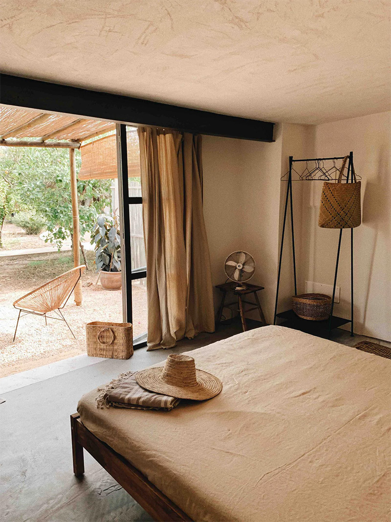 SA Caseta, une maison d'hôtes boho à Majorque // un décor brut en teintes naturelles