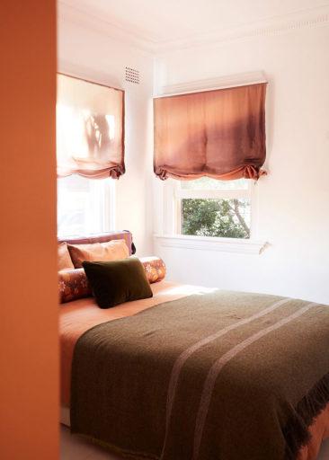 Un petit appartement bien pensé et ultra déco par YSG // la chambre