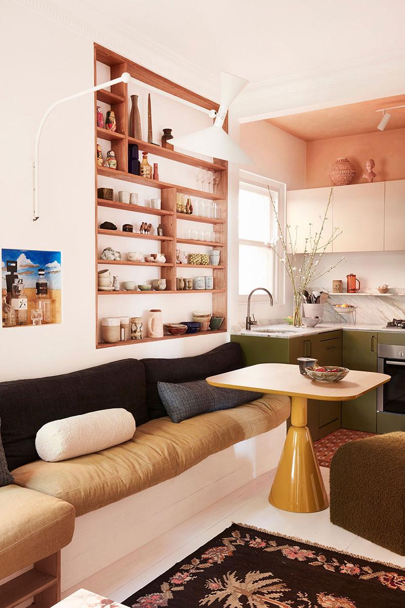 Un petit appartement bien pensé et ultra déco par YSG // Des étagères encastrées