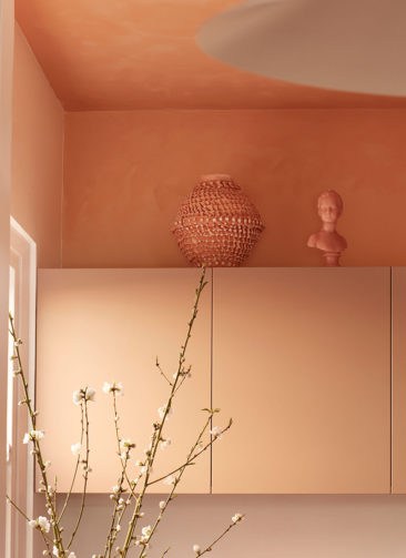 Un petit appartement bien pensé et ultra déco par YSG // Un coin cuisine qui ose la couleur