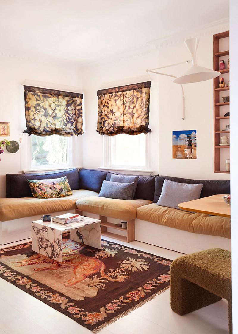 Un petit appartement bien pensé et ultra déco par YSG // L'atout des banquettes sur-mesure