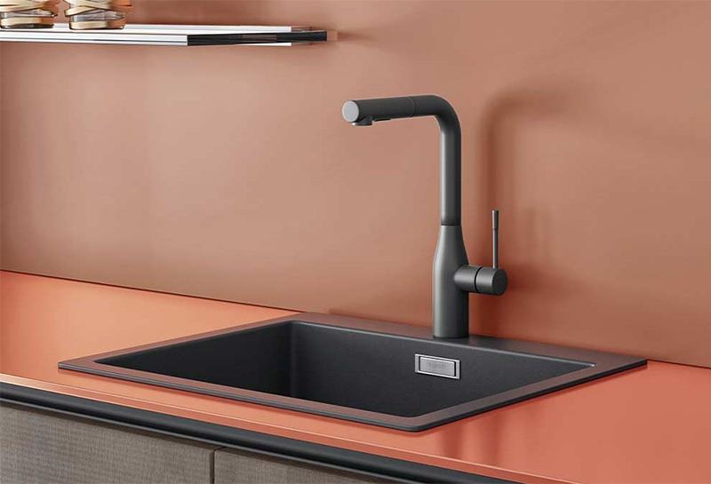 Le choix des bons matériaux pour un entretien optimale // Crédence et plan de travail terracotta Cuisine Plus