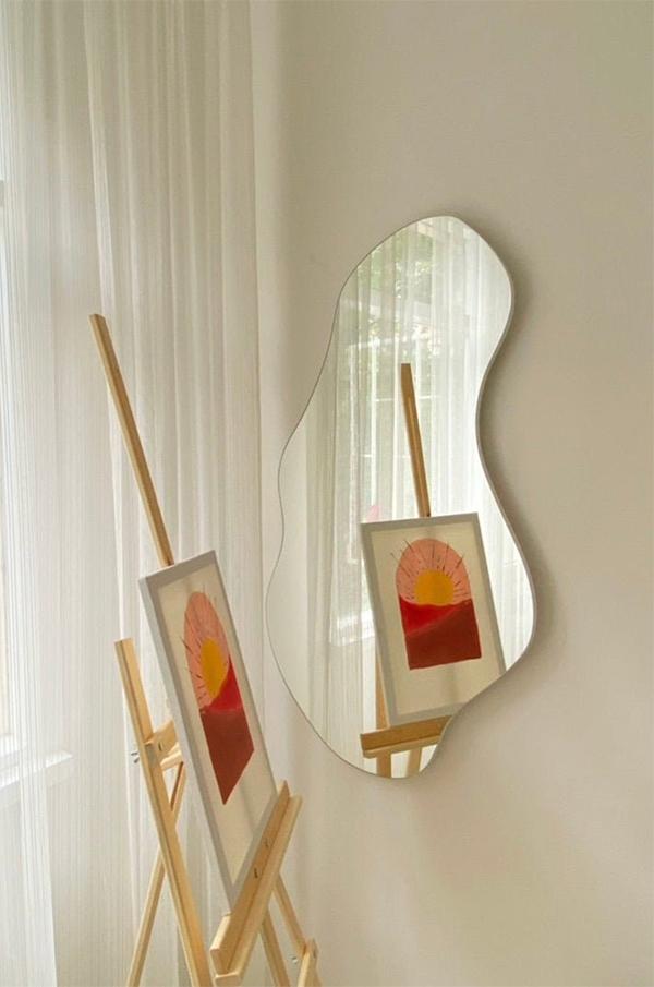 Miroir asymétrique ondulé, sur la boutique Etsy Mirror Lab Art
