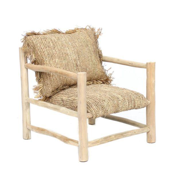 Fauteuil en teck et coussin en raphia, 599 € sur la boutiqueAvril Nomade