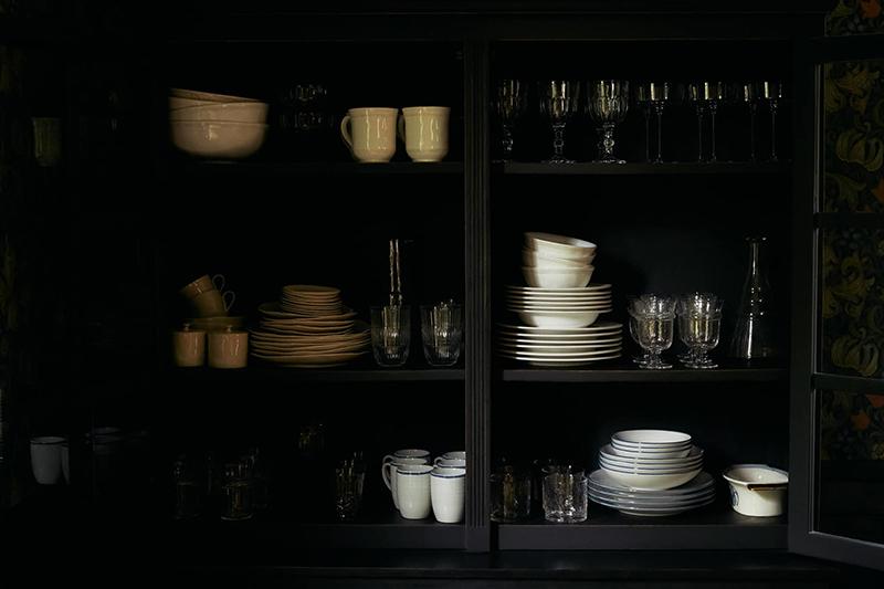 La maison normande de Miss Maggie, alias d'Héloise Brion par Zara Home // Un vaisselier noir