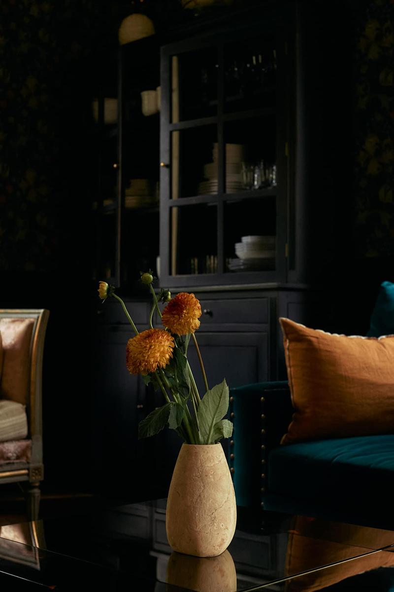 La maison normande de Miss Maggie, alias d'Héloise Brion par Zara Home // Un salon noir