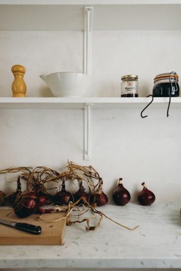 Inigo - Une maison ancienne dans le Sufolk - Etagères de cuisine